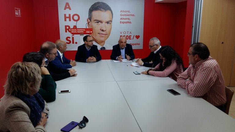 Encuentro de Rafael Simancas y candidatos al Congreso y al Senado con representantes sindicales de Salamanca