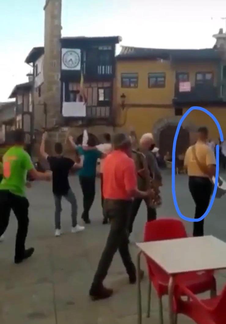 El PSOE denuncia la participación activa de un concejal del PP de Sotoserrano en actividades festivas del municipio