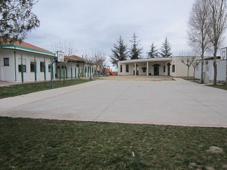 El PSOE pide partidas presupuestarias suficientes para acabar con los retraso en la ampliación del colegio de Castellanos de Moriscos