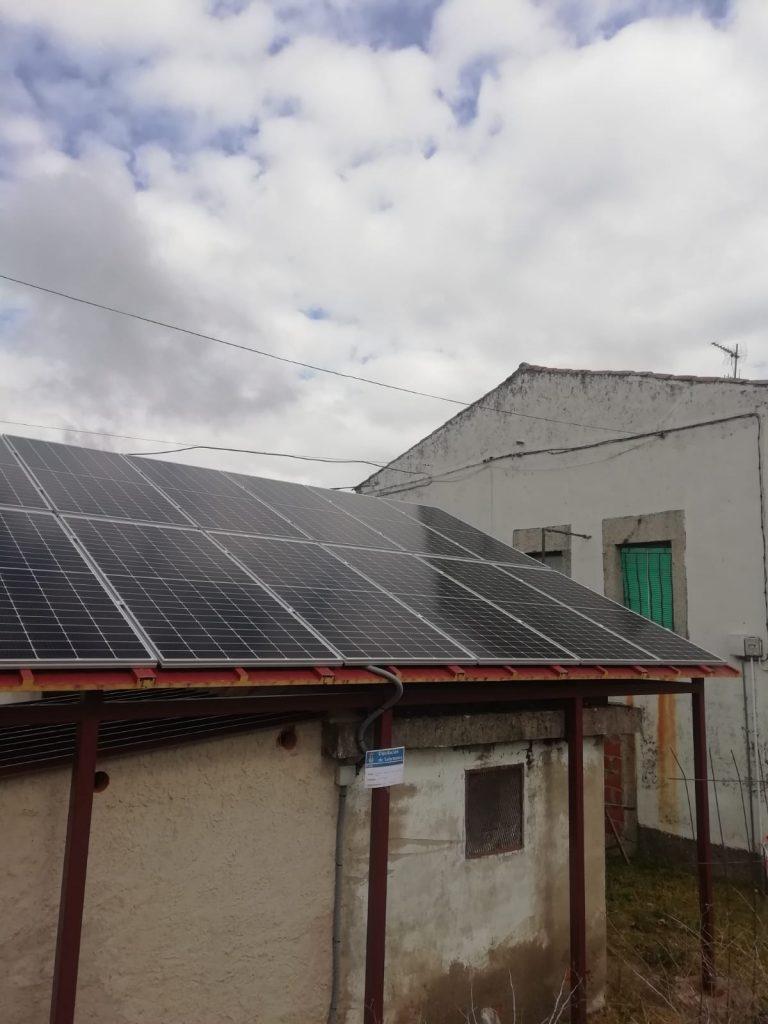 Cristóbal de la Sierra instala paneles solares en su Sistema de Elevación de Aguas y ahorra un 70 % en su factura eléctrica
