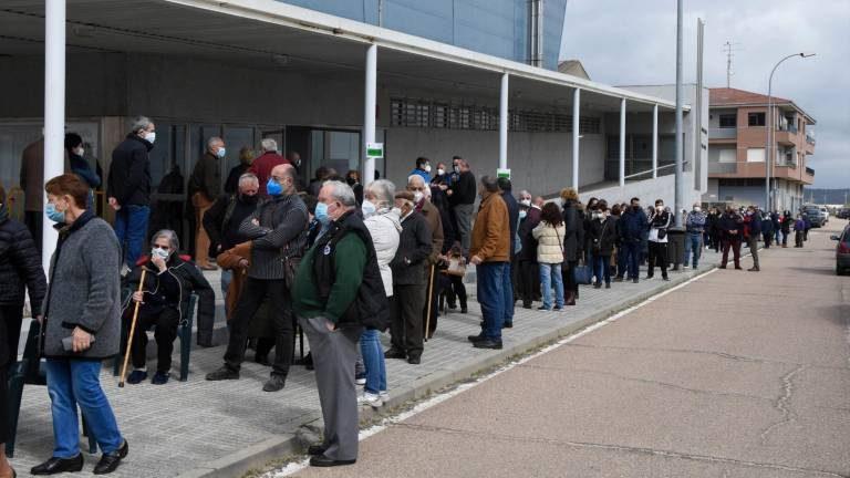 El PSOE denuncia la falta de información, el caos y la improvisación de la Junta a la hora de vacunar a los salmantinos