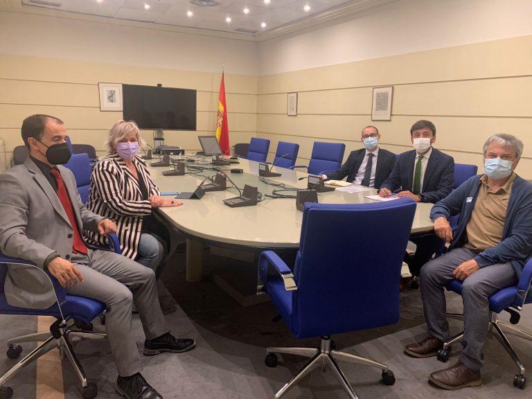 Parlamentarios del PSOE trasladarán a Renfe las reivindicaciones de la Asociación Tren Salamanca para recuperar y mejorar el servicio ferroviario