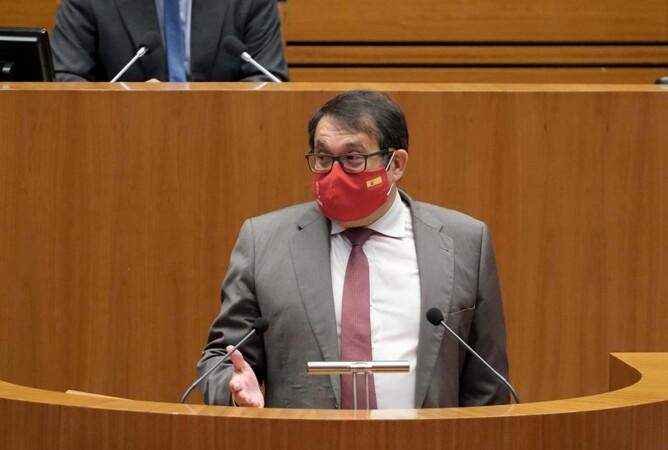 El PSOE obliga a la Junta a explicar el caos originado en Salamanca por el cambio de fecha para suministrar la segunda dosis de AstraZeneca sin avisar a los afectados.